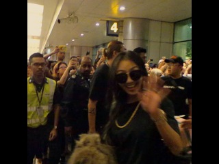 "Instagram: ""#Hyorin, #Bora & #Dasom arrived at Changi Airport #SISTARinSG"""