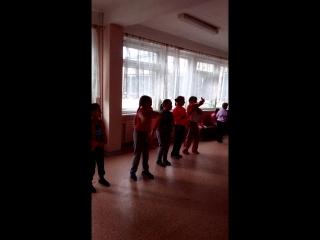 вот так проходят наши перемены)))) девчонки зажигают