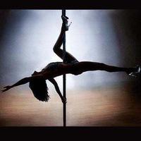Фото приватный танец в стрингах, порно с худенькими в чулках