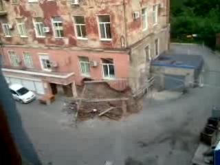 Жилой дом рухнул на глазах!
