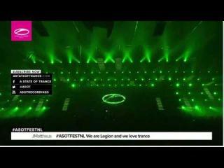 Paul Van Dyk Falls Off Stage Live @ ASOT 750 Festival Utrecht ( Пол Ван Дайк упал со сцены )