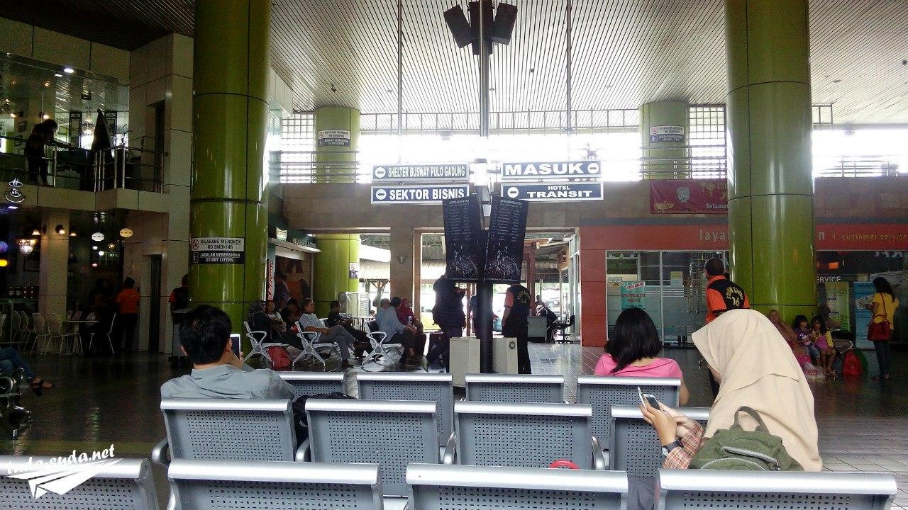 Ж/д вокзал в Джакарте