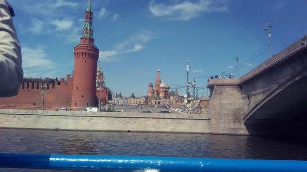 А таких ракурсов от Москворецкой башни я никогда не видел. Так что я дарю его вам, никогда вы этот спуск не увидите таким. На здоровье.