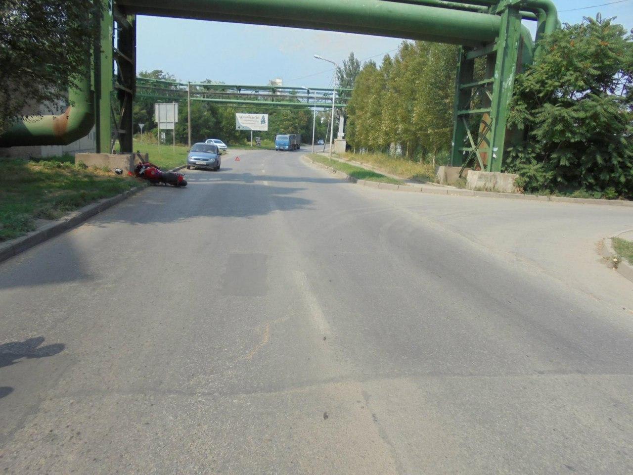 В Таганроге дорогу не поделили водители Hyundai Accent и мотоцикла Yamaha