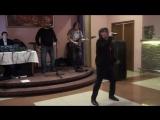 Выступление в ресторане..свою песню представляет Денис Мафик - А. У. Е.