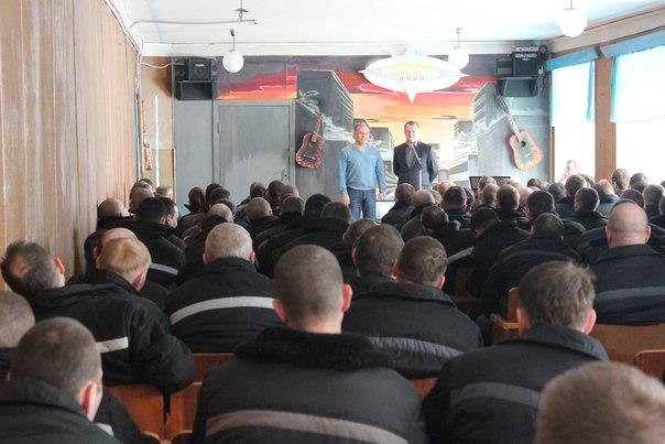 Члены ОНК Кировской области организовали для сотрудников и заключенных ФКУ ИК- 5 УФСИН России по Кировской области сольный концерт