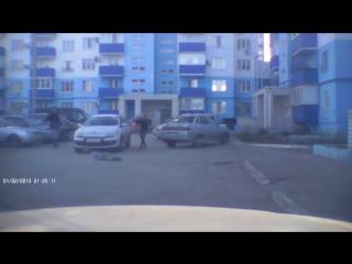 Иномарка сбила ребенка во дворе жилого дома в Волгоградской области. (28.11.2015)