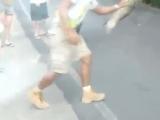 Поймали ленивца на улице)