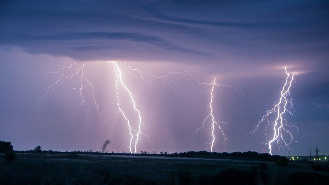 Экстренное предупреждение от МЧС: В Таганроге и области ожидается гроза, град, ветер до 23 м/с