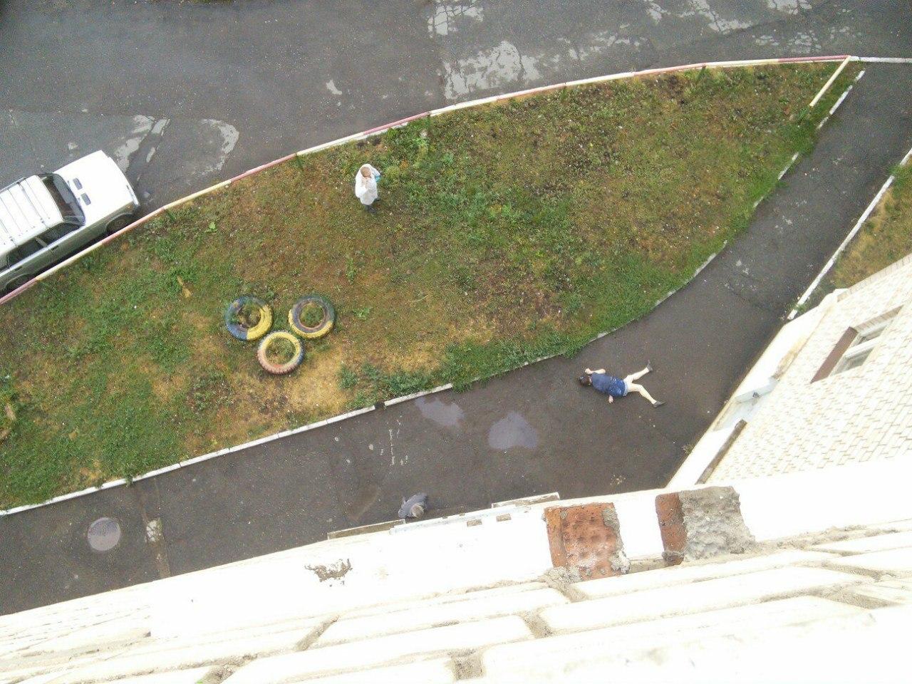 ВИжевске женщина выпала изокна 10-го этажа