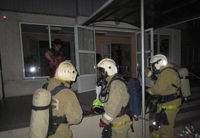 Ночные пожарные учения прошли в студенческом общежитии Таганрога