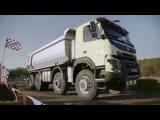 Четырехлетняя девочка играет настоящим 18-тонным грузовиком Вольво на радиоуправлении.
