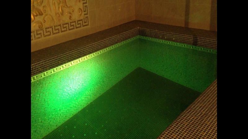 Бассейн, облицованный мозаикой