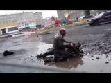 Бичи дерутся за Украину, уличная драка, прикол