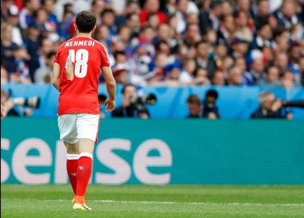 Четыре порванные футболки и лопнувший мяч. Итоги игры Франция-Швейцария