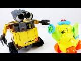 Видео для детей: робот ВАЛЛИ и Мотоцикл из конструктора. Игрушки для детей.