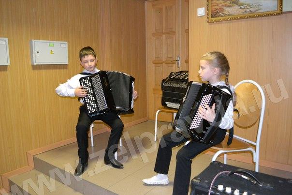Учащиеся и преподаватели ДШИ станицы Зеленчукской посетили с праздничным концертом пограничников