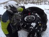 Бортировка колеса в полевых условиях Yamaha Grizzly 700. Assembly of a wheel in the field.