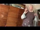 Юмор Шутка  Прикол Бомж показывает мужской стриптиз Видео с приколом Прикол Баня