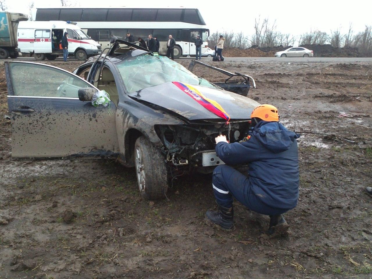 На донской трассе Lexus из свадебного кортежа попал в смертельную аварию
