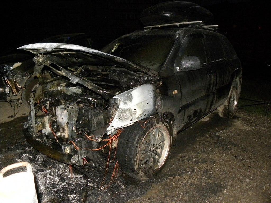 В центре Таганрога в гараже сгорел KIA Sportage