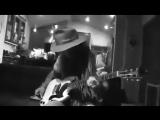 Джонни Депп круто играет на гитаре
