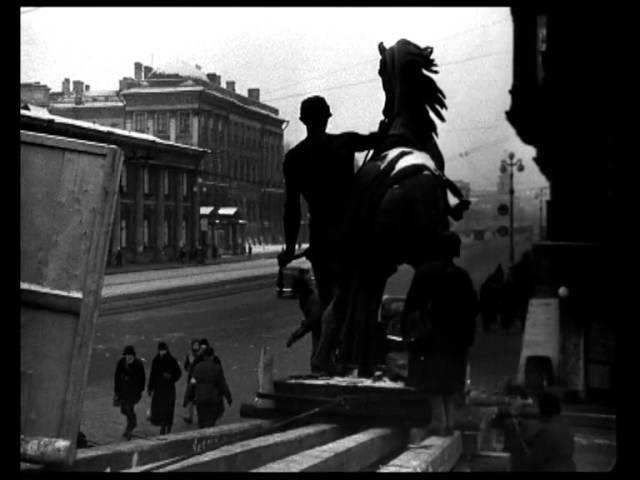 Ленинград, октябрь 1941. Снятие коней Клодта с Аничкова моста.