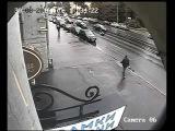На Обуховской Обороны скутерист поскользнулся на трамвайных путях и отправился в реанимацию