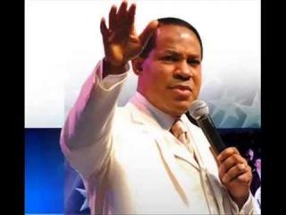Пастор Хрис Оиахиломе молится на иных языках