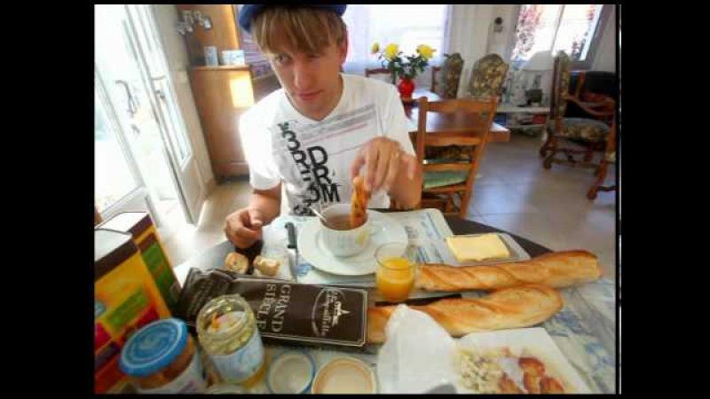 Vive la France - Le Petit Dejeuner