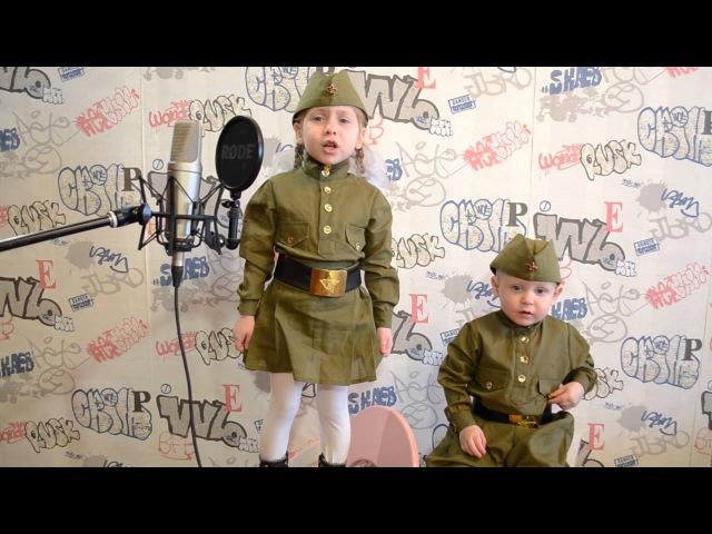 Катюша, поет песню - Катюша ( военных лет)