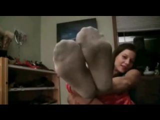 Девушка показывает ножки на камеру (Teen socks and feet on webcam footfetish girl sexy)
