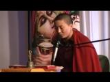 Буддийская монахиня Ани Чоин поет индийские мантры
