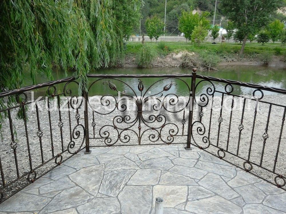 Кованные заборы и балконы в Симферополе