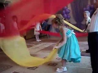 Танец с Тканью в детсаду под музыку из кинофильма Все реки текут