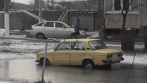 Под Харьковом стихия подкосила автомобилиста (ФОТО)