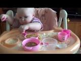 Игры с КРУПОЙ для самых маленьких  Развивающие игры без игрушек ♥ Ребенок 1 год 5месяцев [HD, 720p]