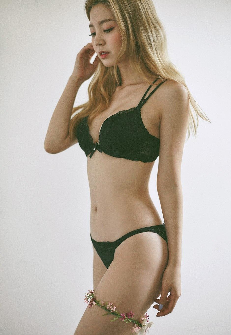 Asian Hot Model Post
