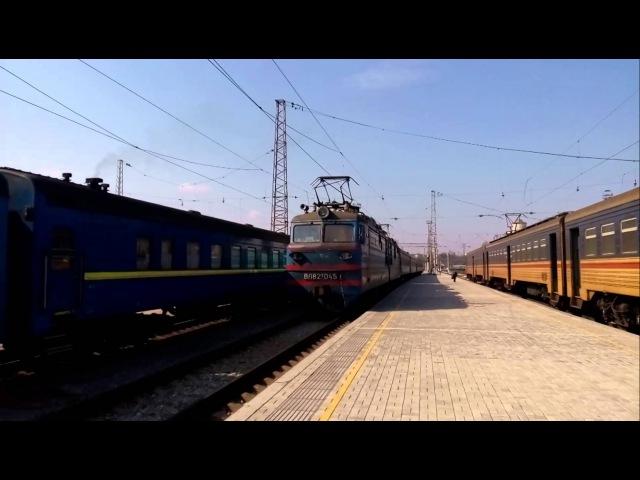 Прибытие пассажирского поезда Полтава Днепропетровск под тягой ВЛ82м-045 на станцию Днепропетровск