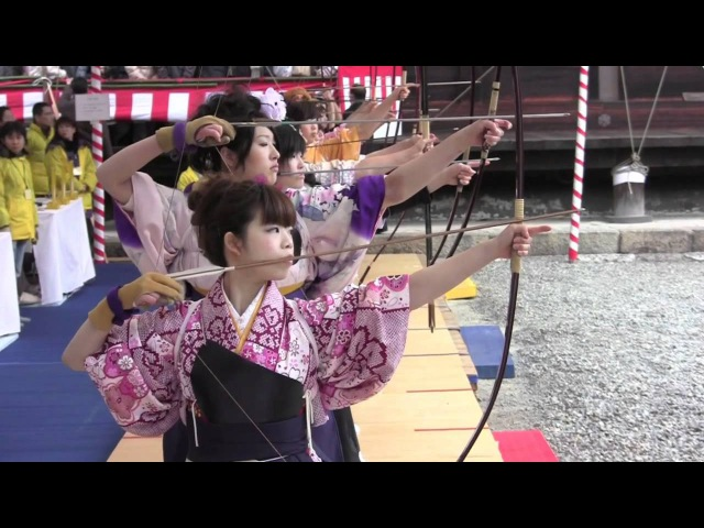 Toshiya - Pretty Japanese Girls in Kimono doing Kyudo (Archery) in Kyoto 通し矢