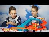 Трек Hot Wheels Моторизованный МЕГАГАРАЖ и 6 машинок Открываем игрушку и играем Motorised Mega Garag