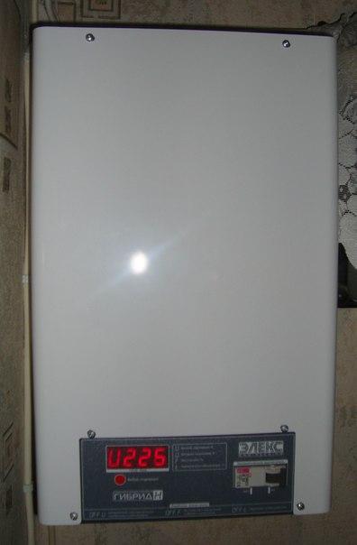 """Продам релейный стабилизатор напряжения """"ЭЛЕКС"""" Гибрид 9-1 /32 А ( 7 кВт). Идеал..."""