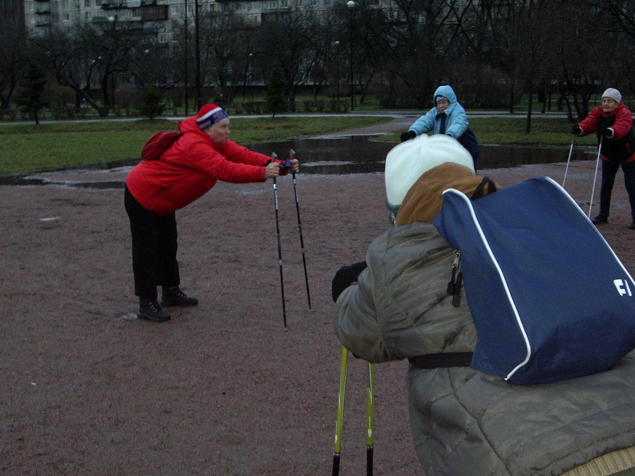 Группа «Возрождение» в Яблоневом саду 19 декабря 2015 года. Спортивный праздник «Открытие зимнего сезона во Фрунзенском районе».
