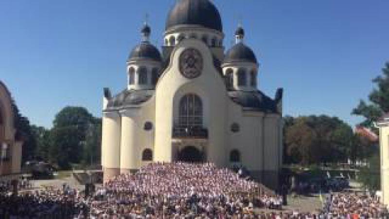 775 хористів різних конфесій одночасно виконали духовний гімн Боже, великий, єдиний