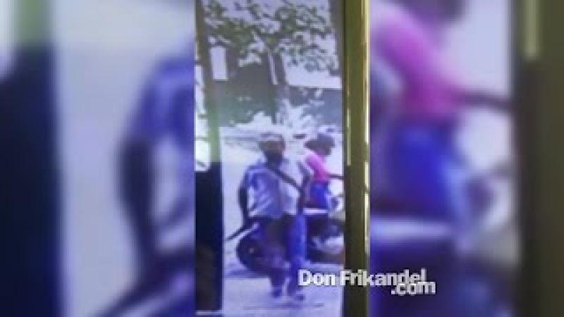 Esta pareja son los que están hurtandose las motos en El Espinal