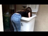 Стримерша Карина в шарит в мусорке