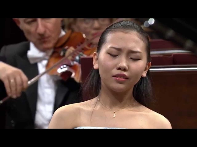 Aimi Kobayashi Piano Concerto in E minor Op 11 final stage of the Chopin Competition 2015