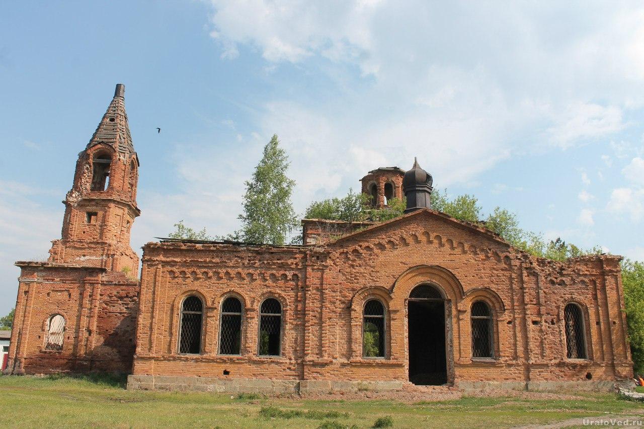 Село Ушаковское. Петропавловский храм постройки XIX века