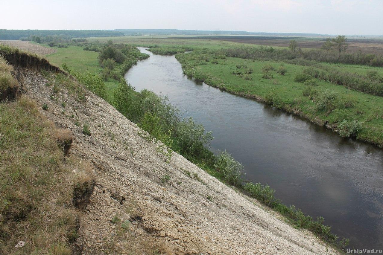 Охонины Брови. Внизу река Синара