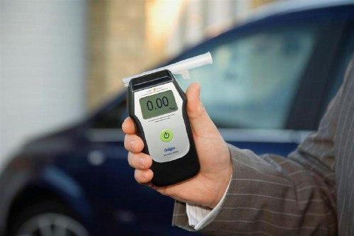 Инспекторам ГИБДД разрешат проверять водителей экспресс-алкотестером